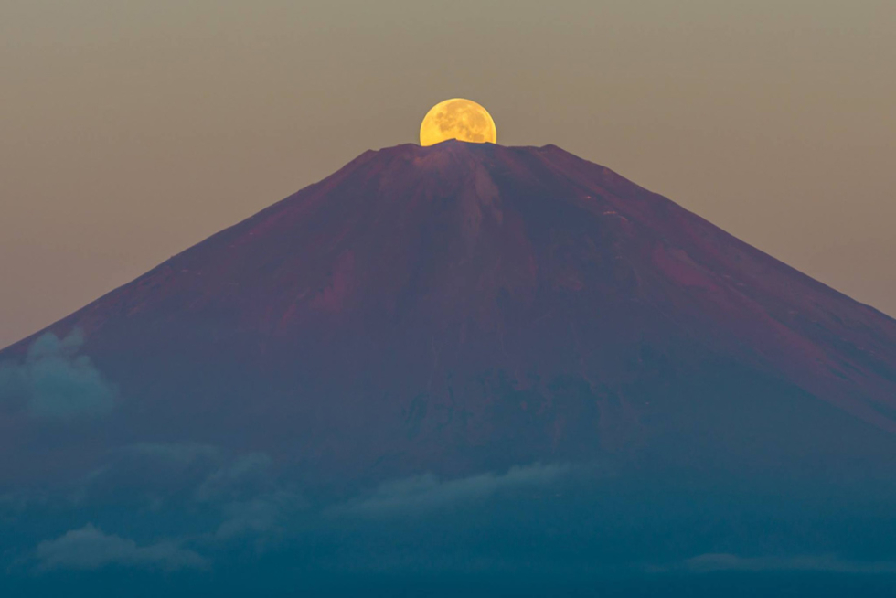 Monte Fuji, atardecer monte Fuji, Japón, Asia, viajes de aventura, viajes alternativos, turismo responsable, viajes en grupo, viajar en grupo, viajar sola, viajar solo