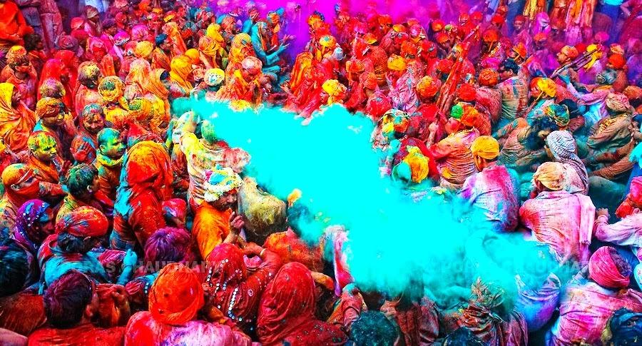 multicolor-india-asia-Festival-Holi-festival-del-color-viajes-de-aventura-viajes-alternativos-turismo-responsable-viajes-en-grupo-viajar-en-grupo-viajar-sola-viajar-solo