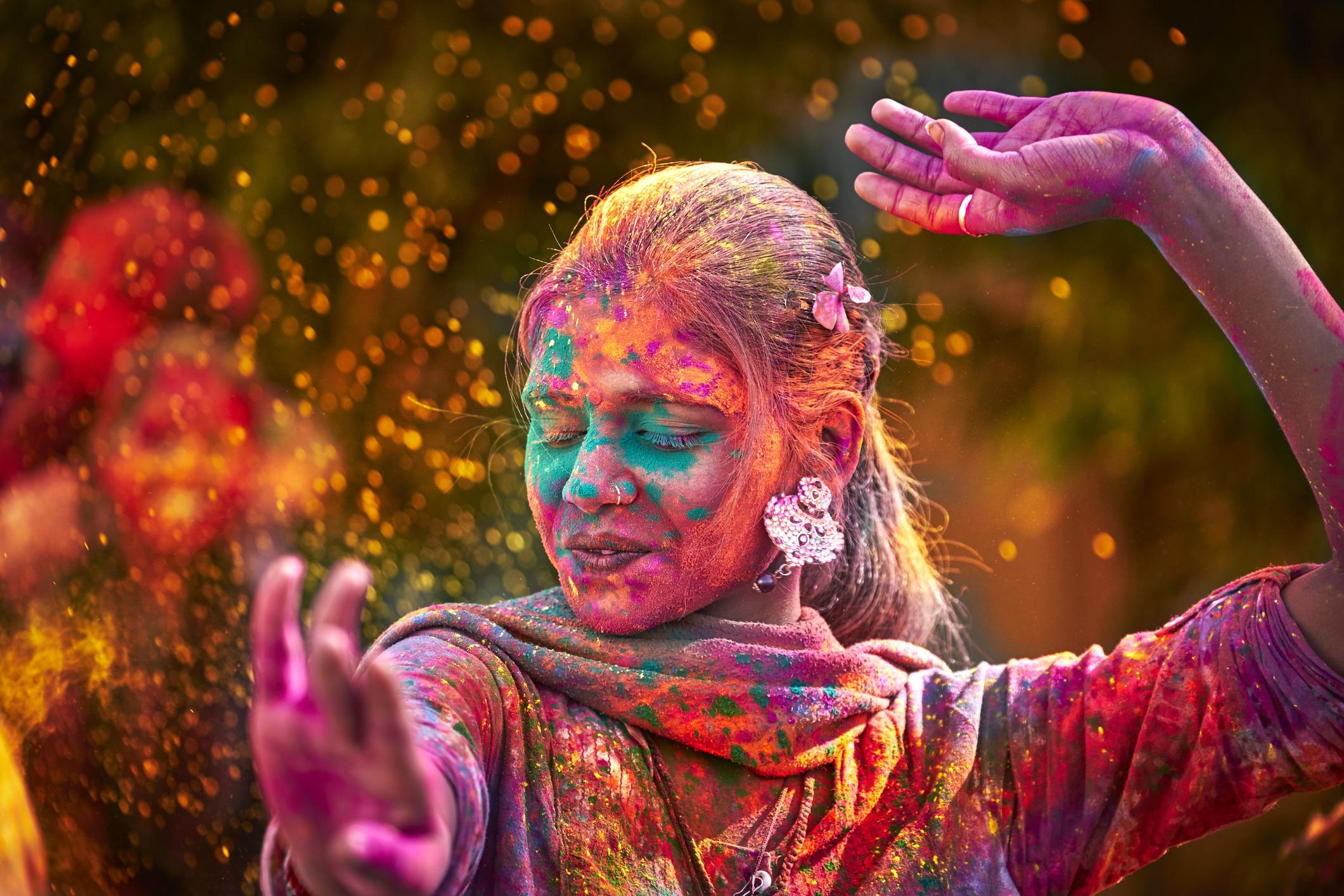 Krishna-india-asia-Festival-Holi-festival-del-color-viajes-de-aventura-viajes-alternativos-turismo-responsable-viajes-en-grupo-viajar-en-grupo-viajar-sola-viajar-solo