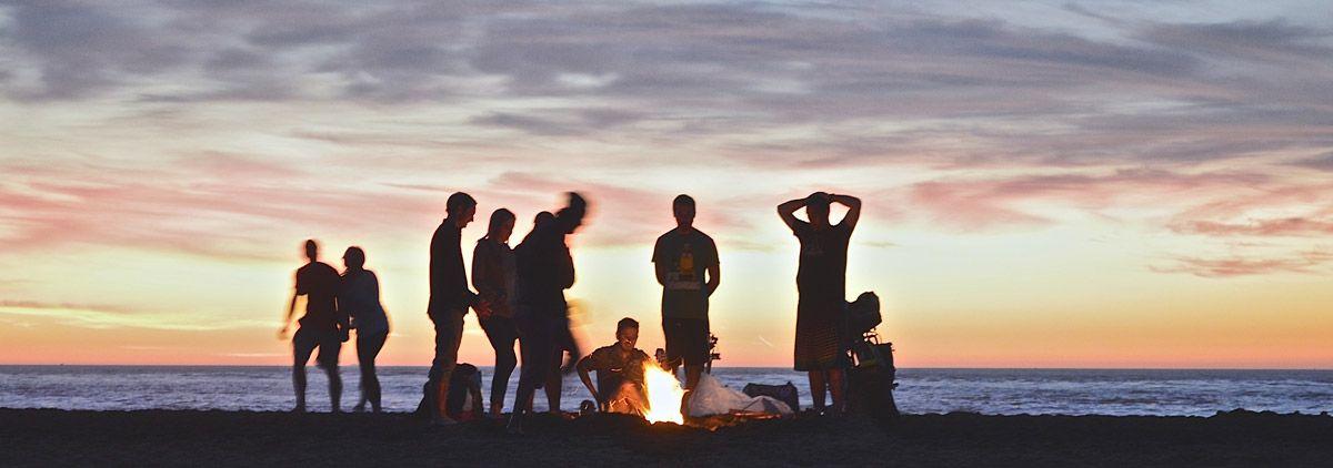 Grupo en la playa: Viajes de Aventura, Viajes Alternativos, Turismo Responsable, Mochilero, Viajar en Grupo, Viajar Sola. 3000KM