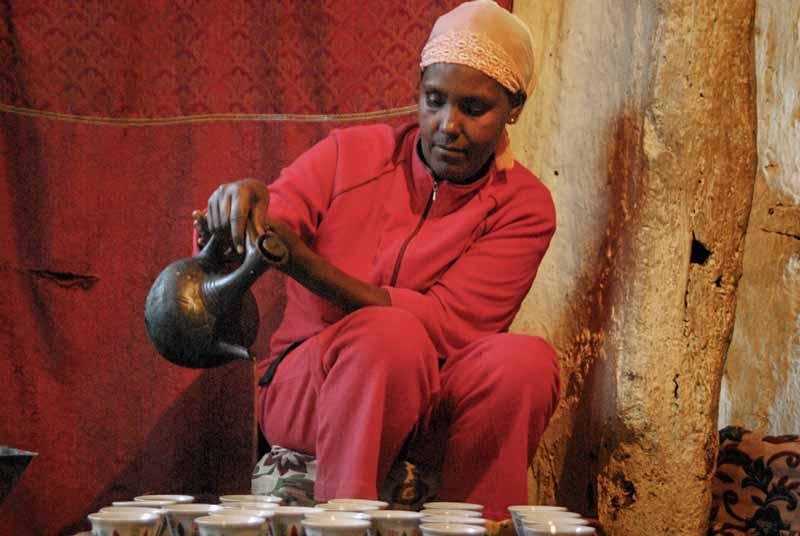 Ceremonia del café, Etiopia, Africa - Viajes de Aventura y Viajes Alternativos y de Turismo Responsable en Grupo, Solo, Mochilero - 3000KM